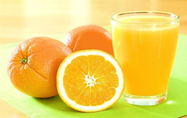 Oranges or orange juice - which is the healthier option?